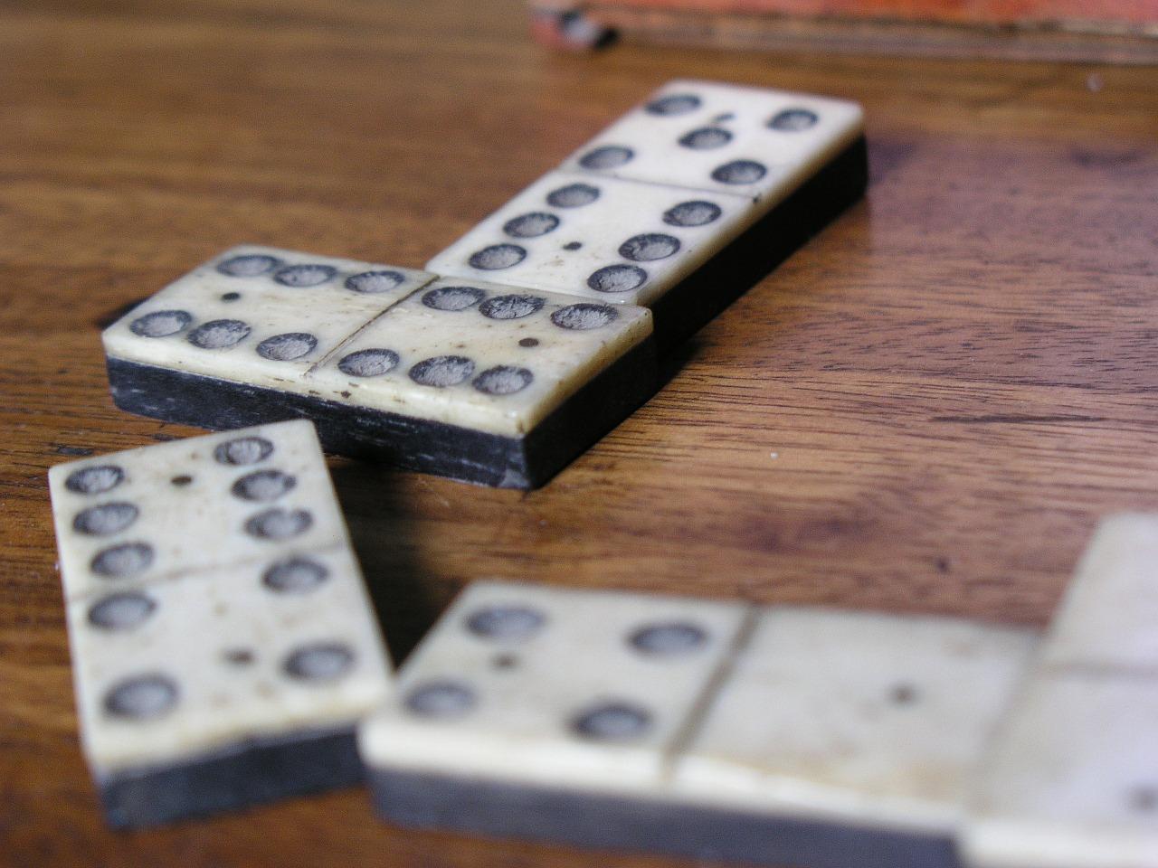 dominos.jpg