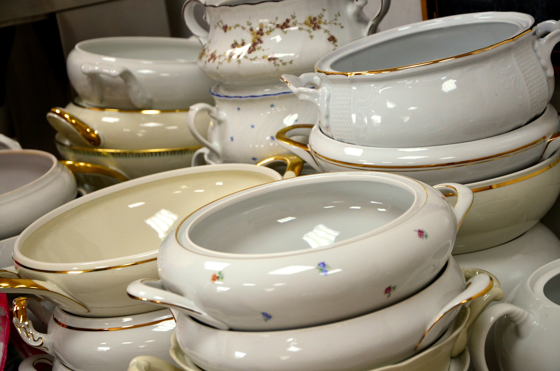 gold-trim-dinnerware.jpg