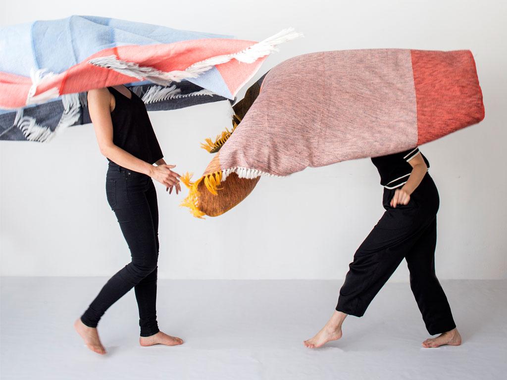 """A   I. pron. clí. Prefijo de tercera persona. Third person conjugation  Boi  s. Manta (vestido prehispánico). Plaid (pre-Hispanic """"dress"""")   A boi:  his plaid  MATERIAL: 70% alpaga & 30% polyester  DIMENSIONS: 170 x 200 cm  Unique pieces, handmade in Colombia."""