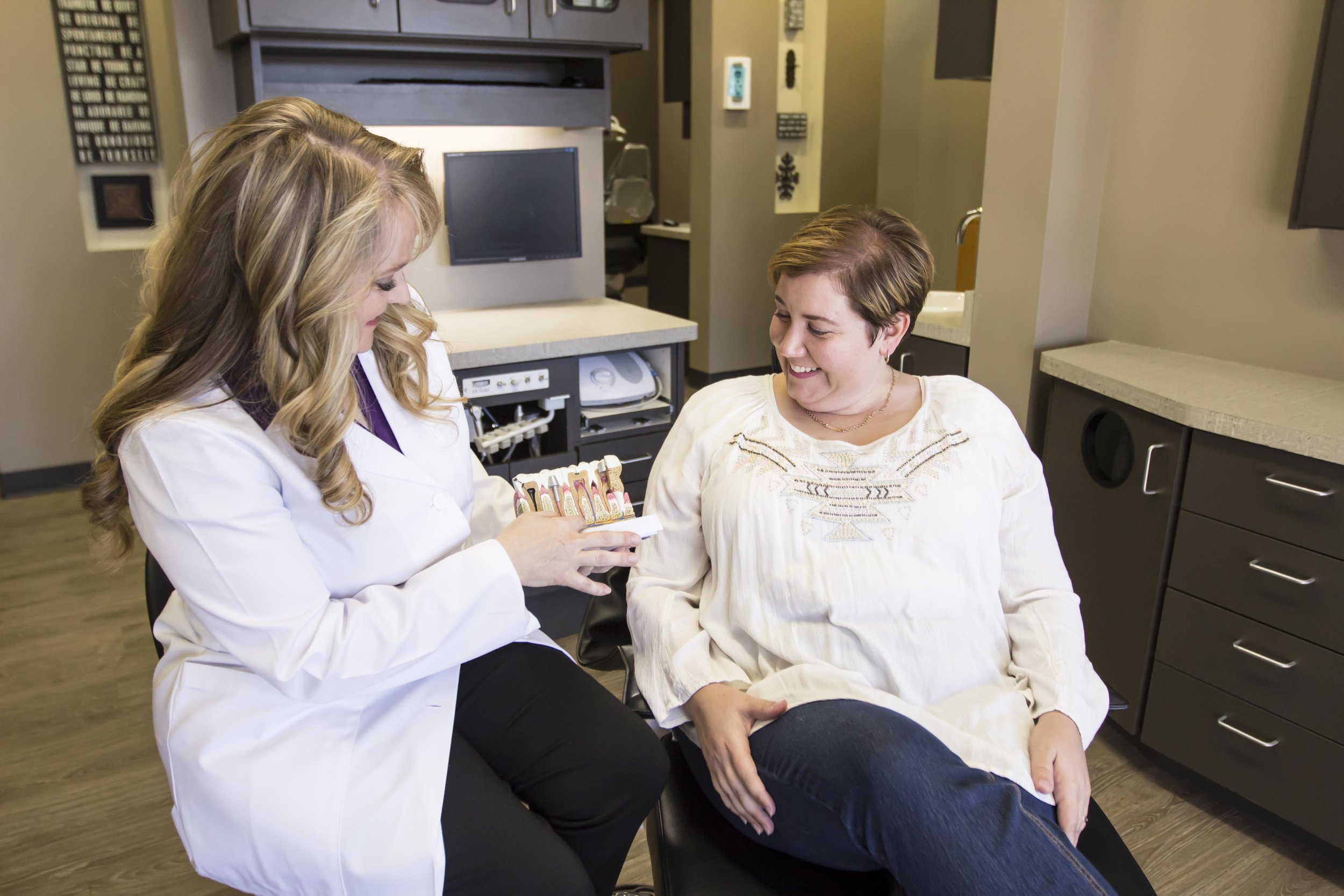 Dr. Guffey provides tooth replacement options.