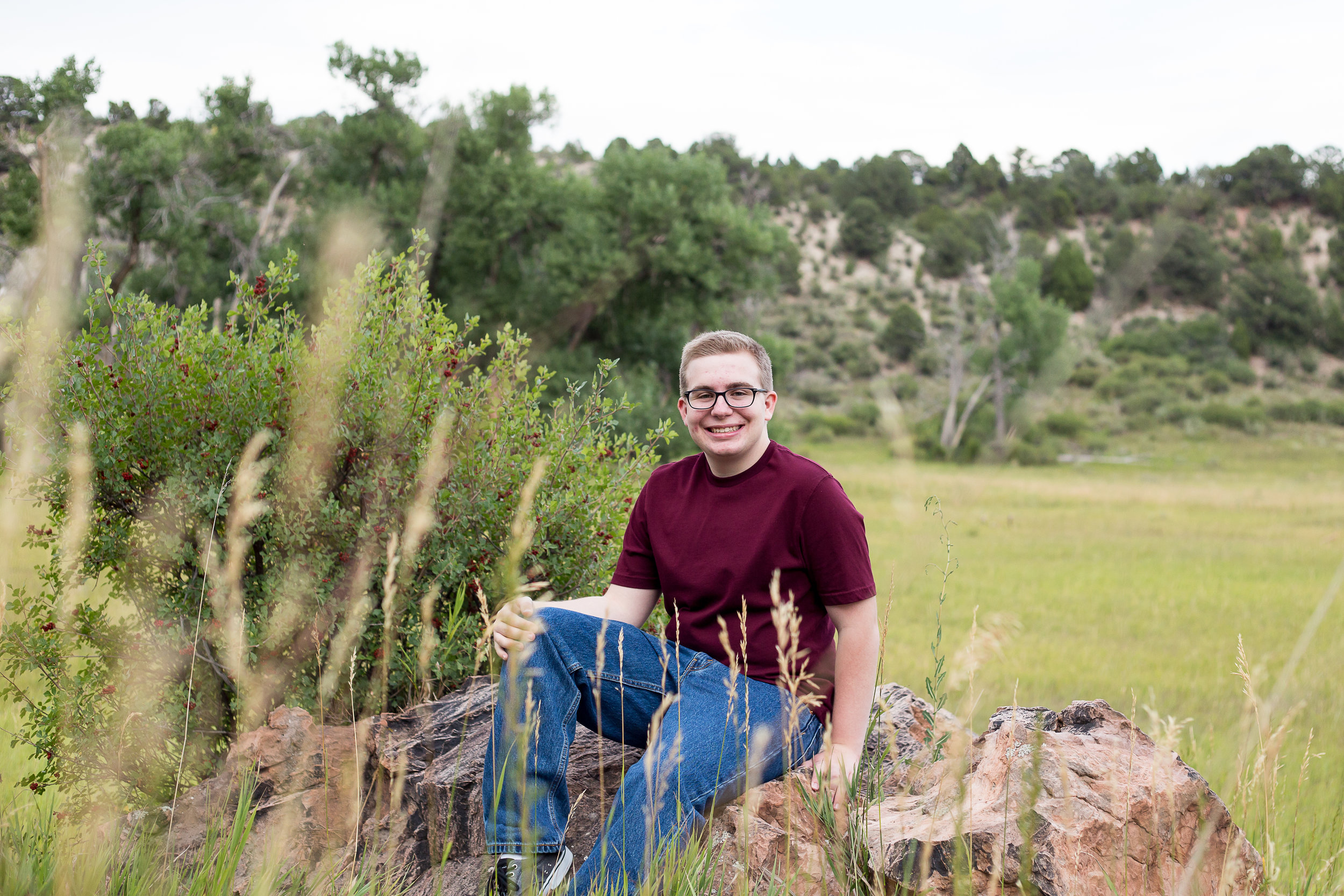 Colorado Springs High School Senior Photo Session  in Garden of the Gods Park | Stacy Carosa Photography | Colorado  Springs Senior Portrait Photographer