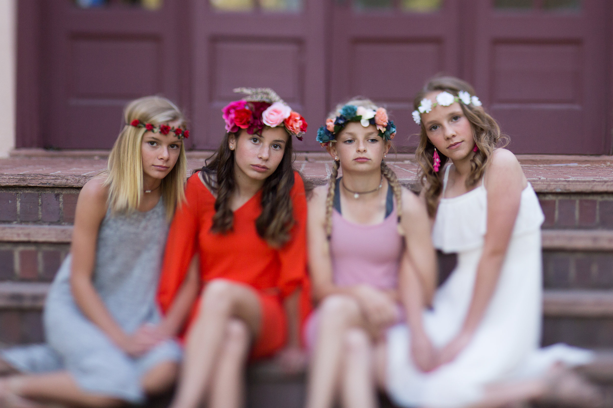 Colorado Springs Senior and Tween Photographer | Colorado  Springs Tween and Senior Photography | Stacy Carosa Photography | Middle school friends photo session with floral crowns | tilt shift lens