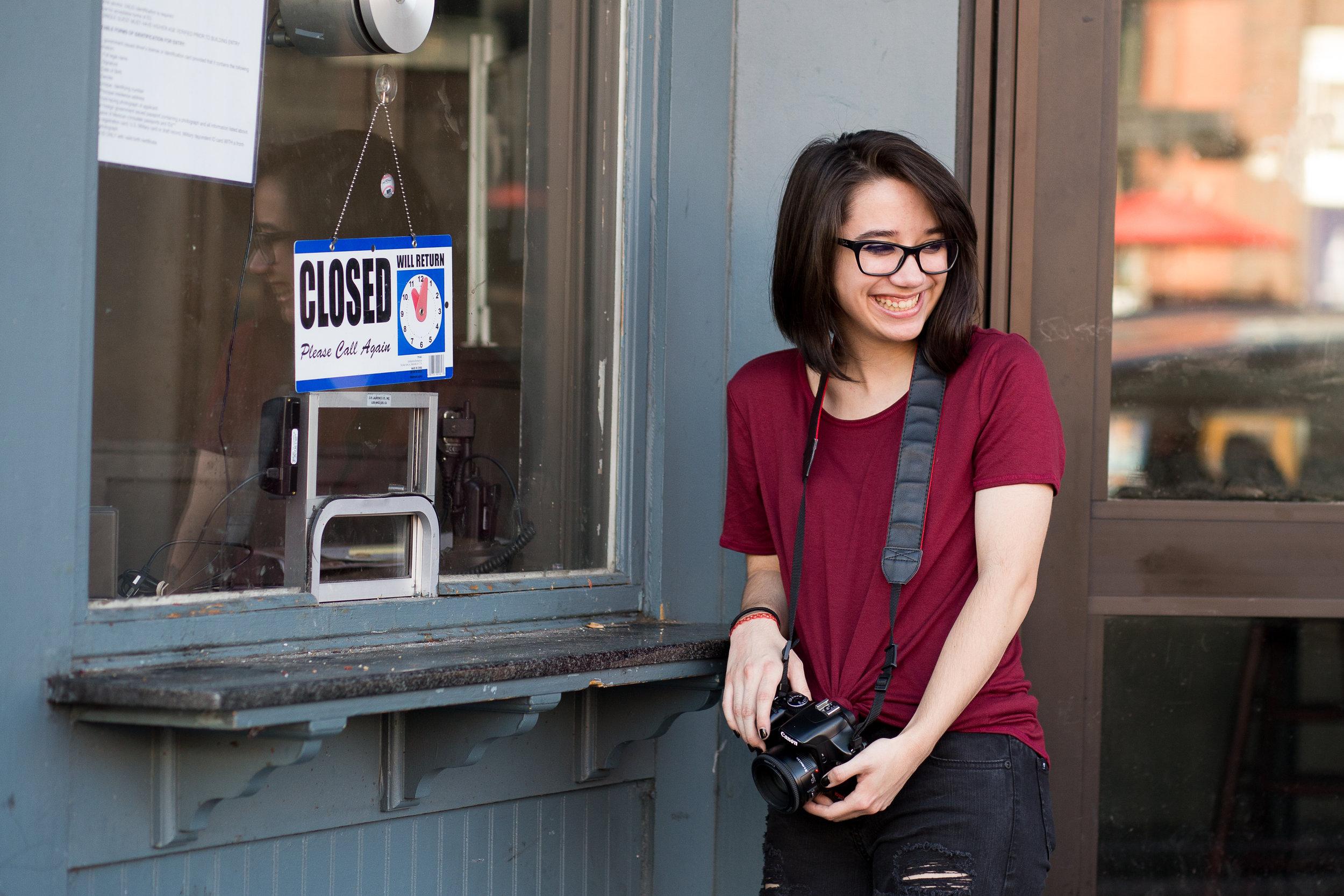 Colorado Springs Senior Photography | Colorado Springs Senior Photographer | Girl red shirt holding camera and laughing | Stacy Carosa Photography