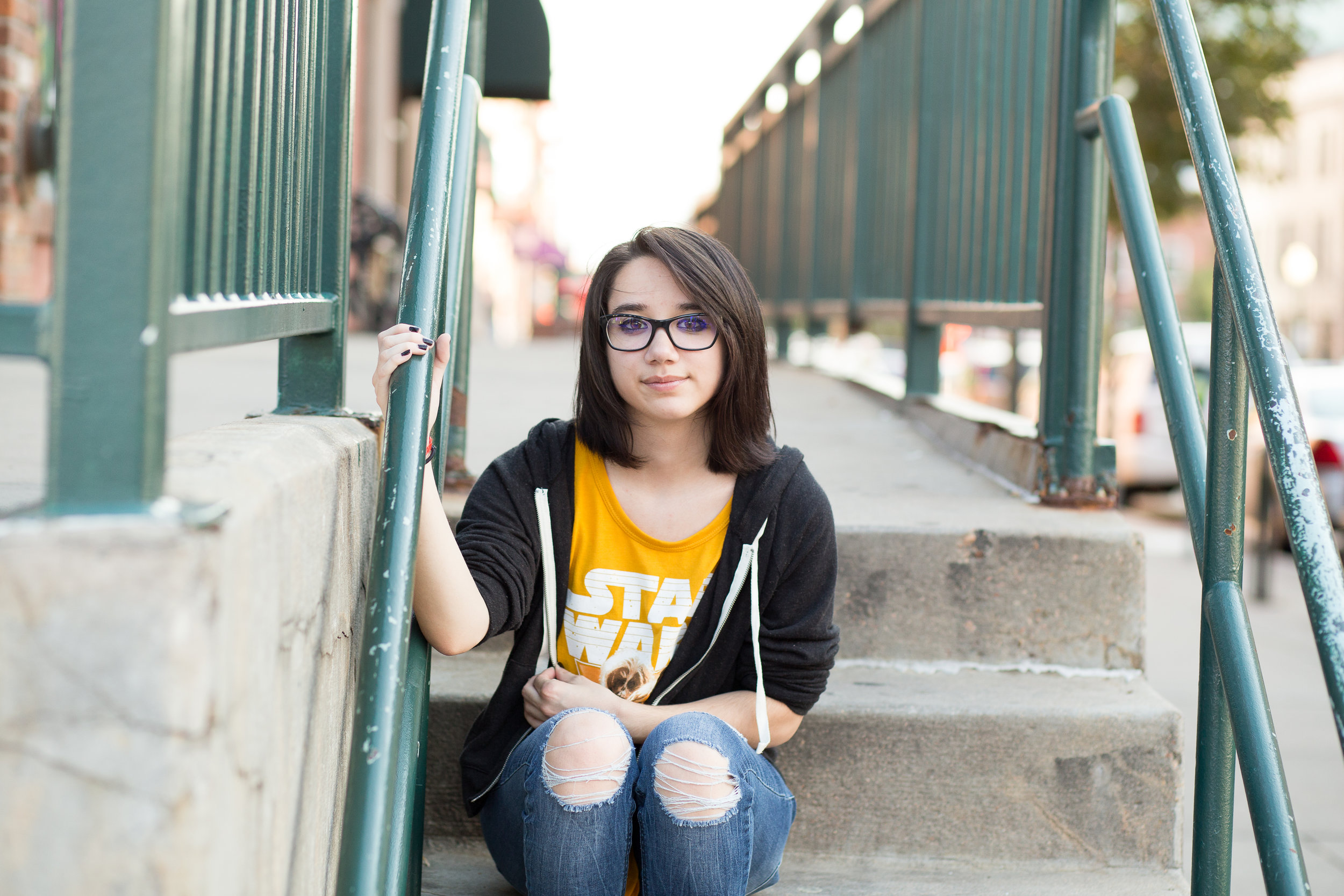 Colorado Springs Senior Photography | Colorado Springs Senior Photographer | Girl yellow shirt sitting on stairs for senior portraits | Stacy Carosa Photography