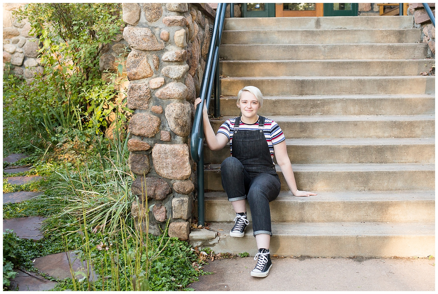 Colorado Springs Senior Photography | Stacy Carosa Photography | Colorado Springs Senior Session in Cheyenne Canyon sitting with smile