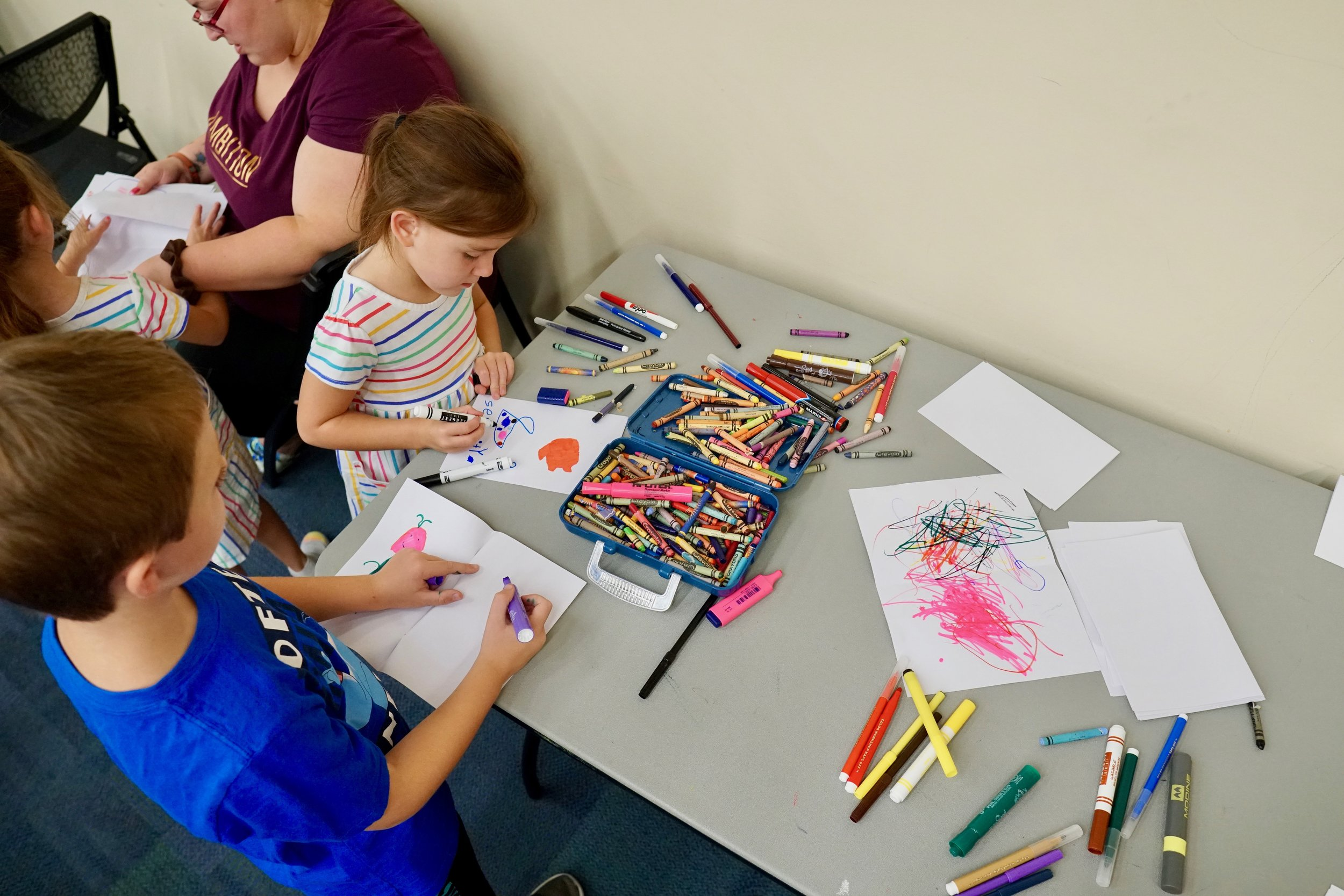 Listening and drawing at Thousand Oaks Library :-) Photo by Craig Chretien.