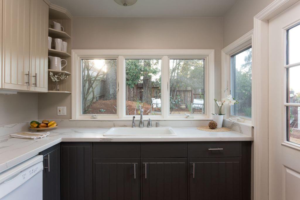 5847 Kitchen other.jpg