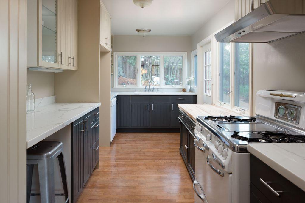 5847 kitchen.jpg