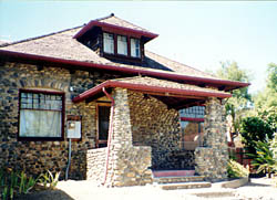 Charles Wagner River Rock bungalow .jpg