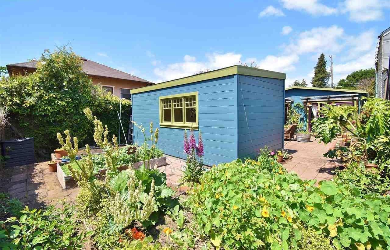 2262 clinton garden.jpg