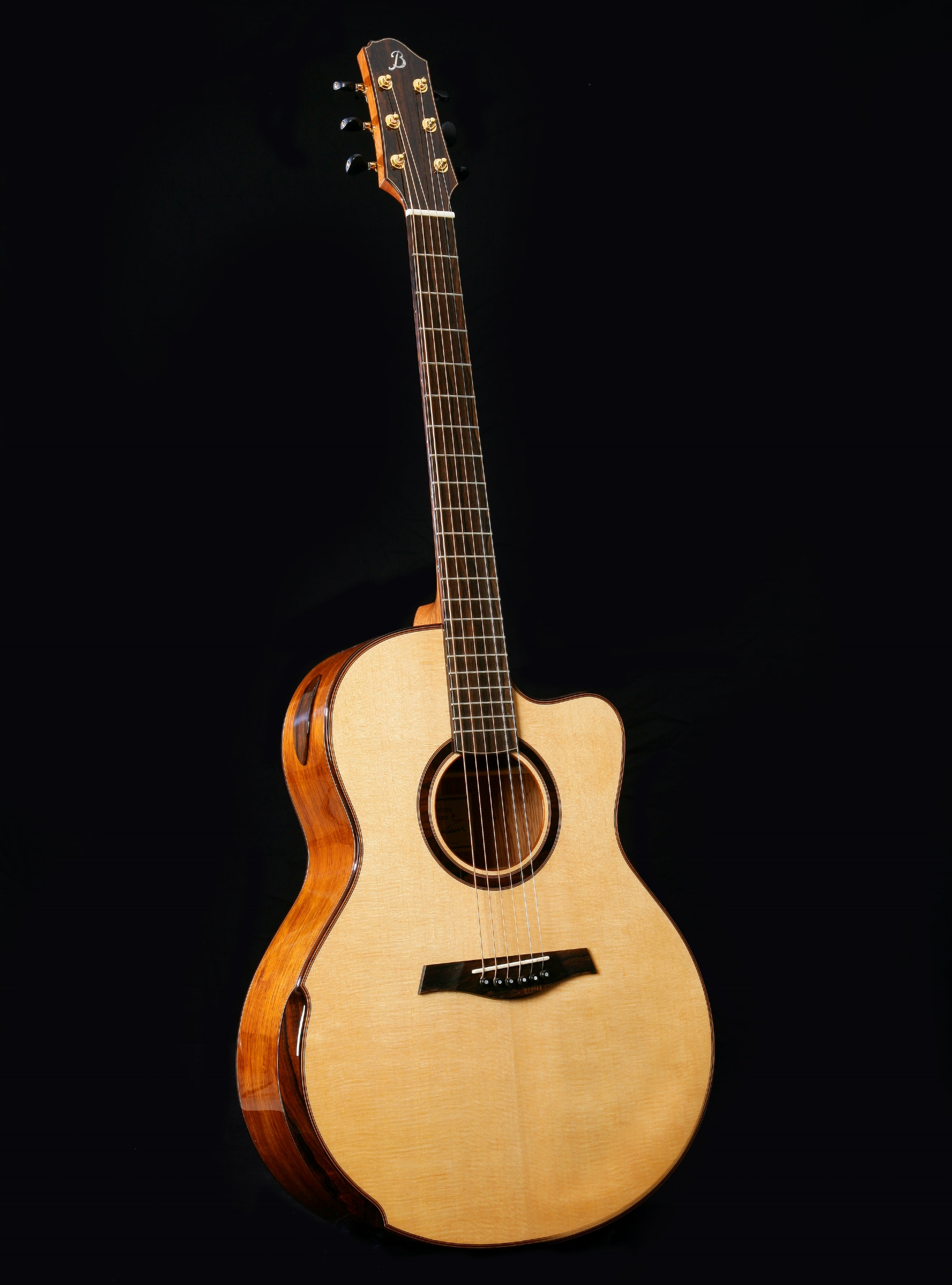 Concert Standard - I've been building and developing this model since the late 1970s and it continues to be one of my most popular guitars. Genuinely versatile, it is equally responsive to fingerpicking or strumming.DimensionsUpper Bout: 11 1/4