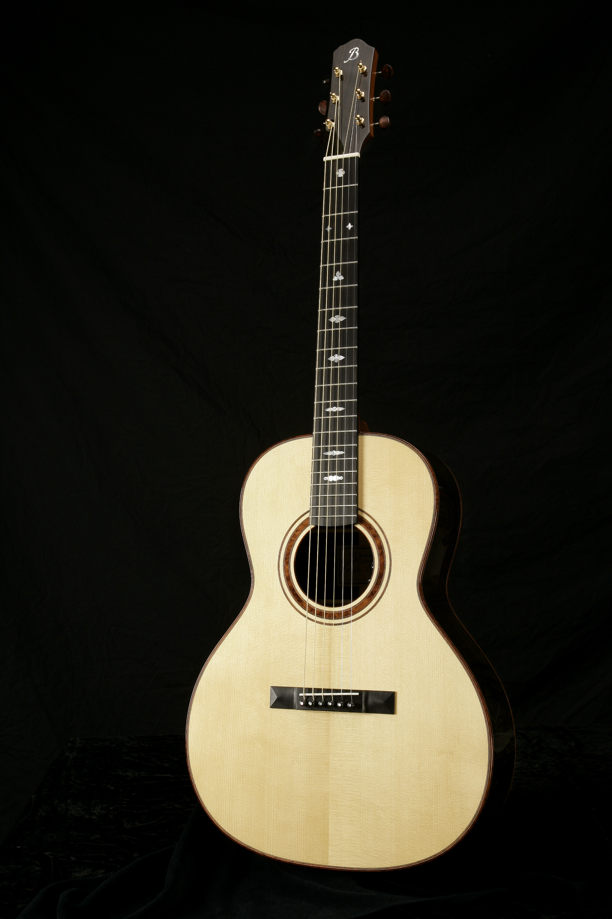 Nick Lucas - The guitar was developed in collaboration between the Gibson Guitar Company and Nick Lucas, a popular singer and guitarist of the 1920s and 1930s.This guitar is based on the Gibson L-00 size yet provides excellent volume and tone. Of particular interest is the unique
