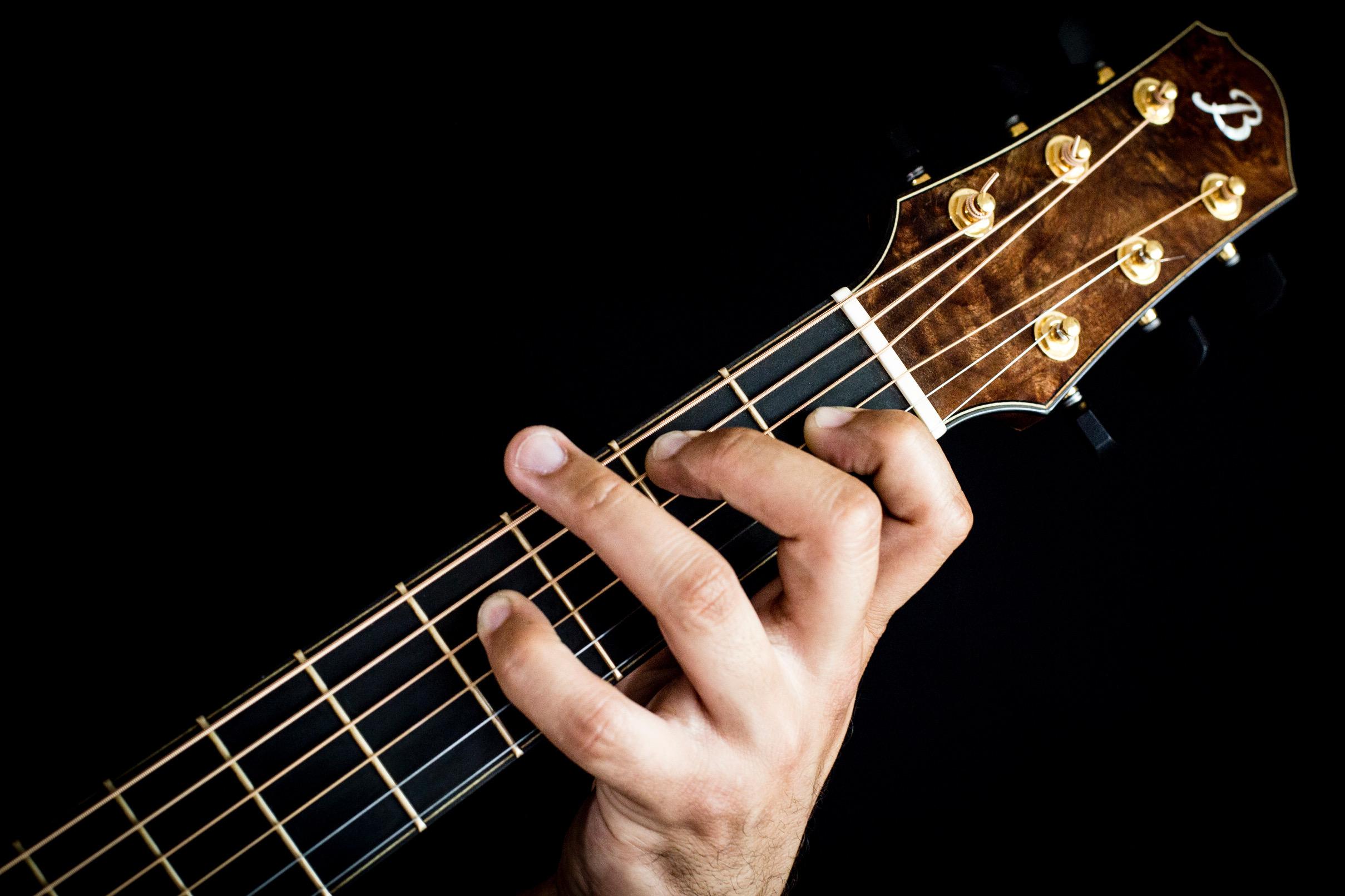 B_guitar-hand.jpg