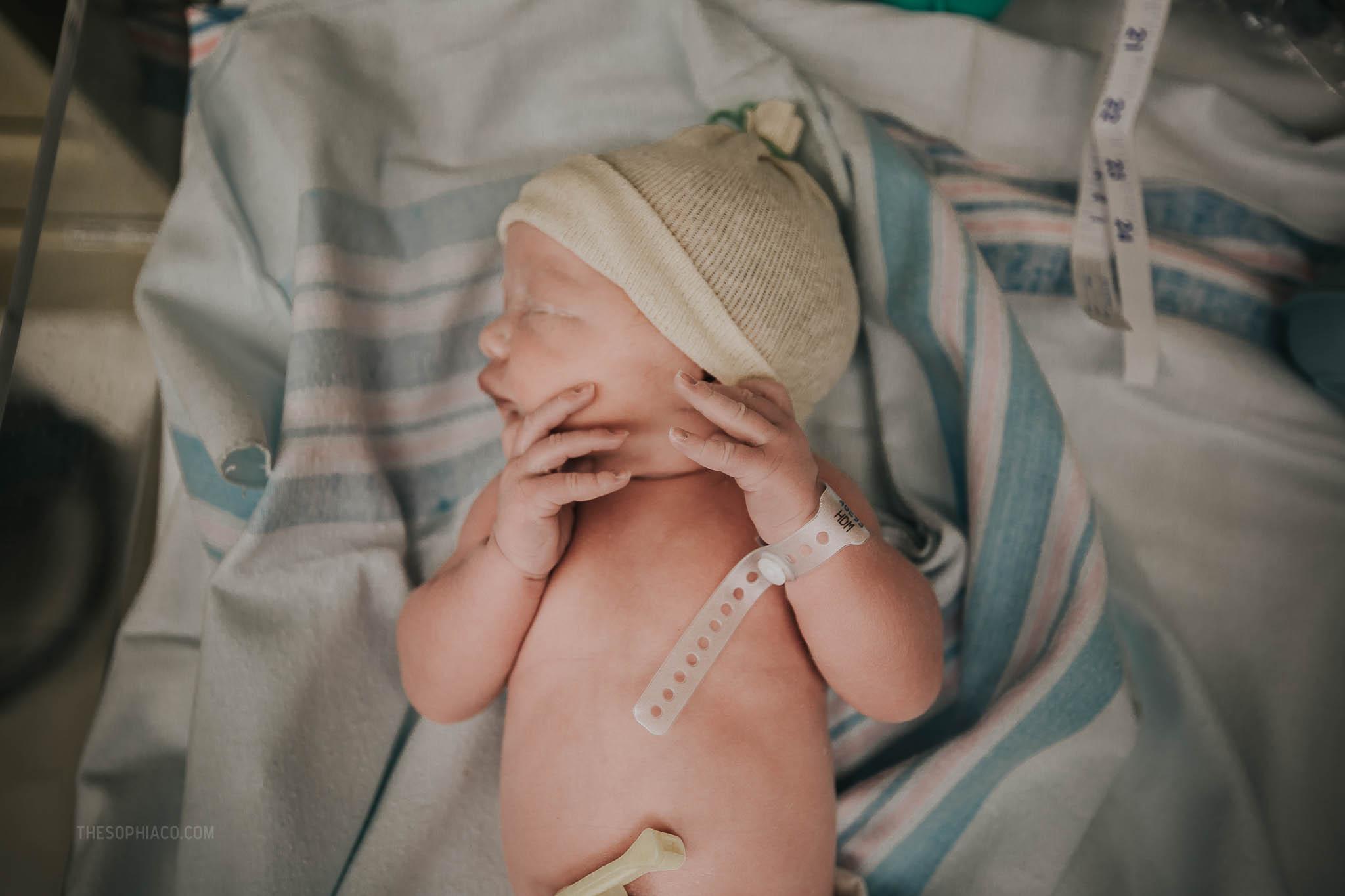 Oahu-Birth-Photographer-scheduled-cesarean-kaiser-26.jpg