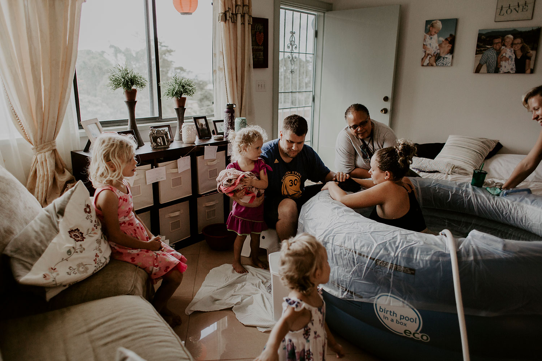 honolulu-home-birth-photographer-15.jpg