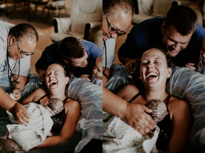 honolulu-home-birth-photographer-23.jpg