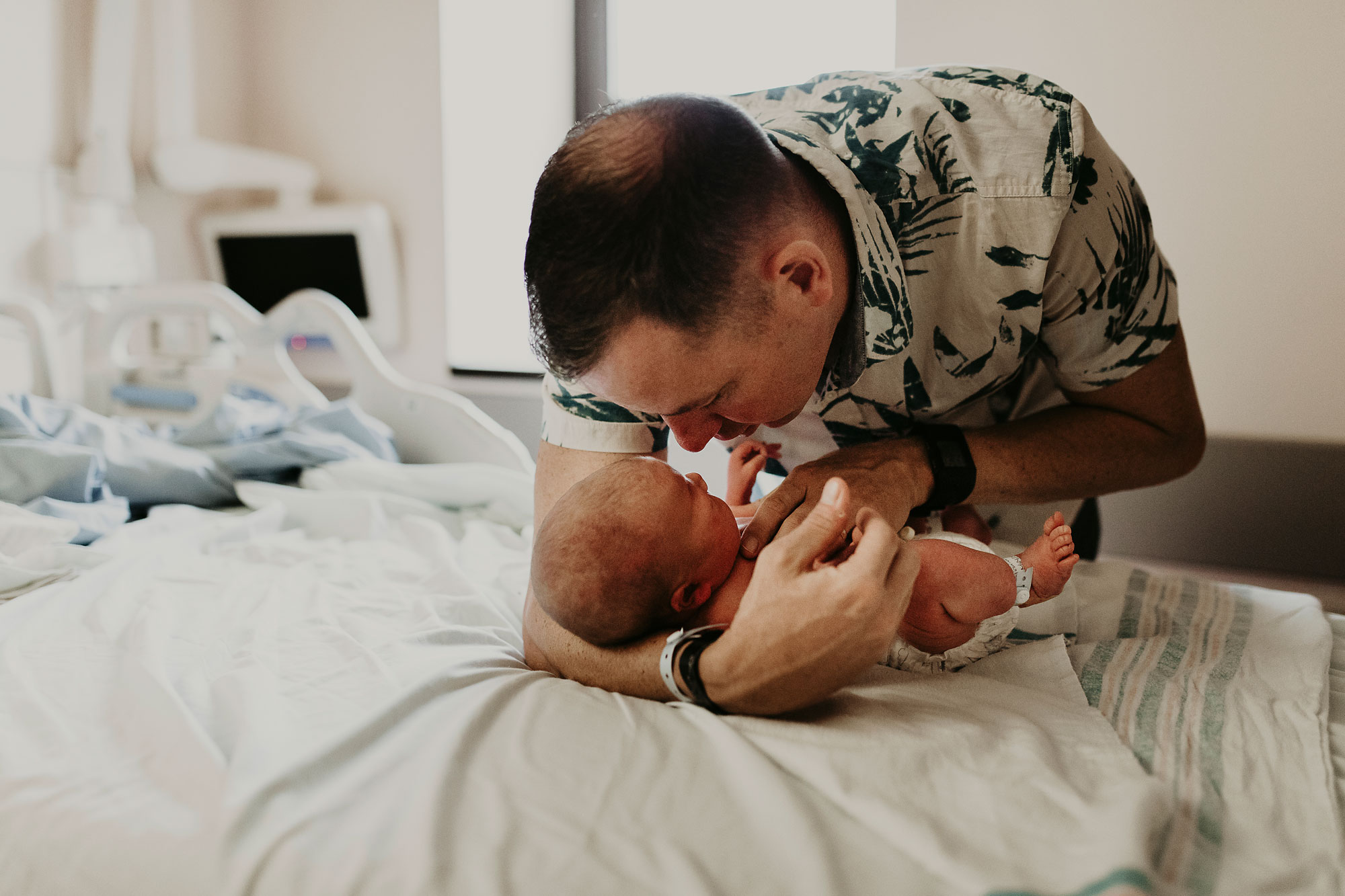 in-hospital-newborn-session-birth-photographer-hawaii-09.jpg