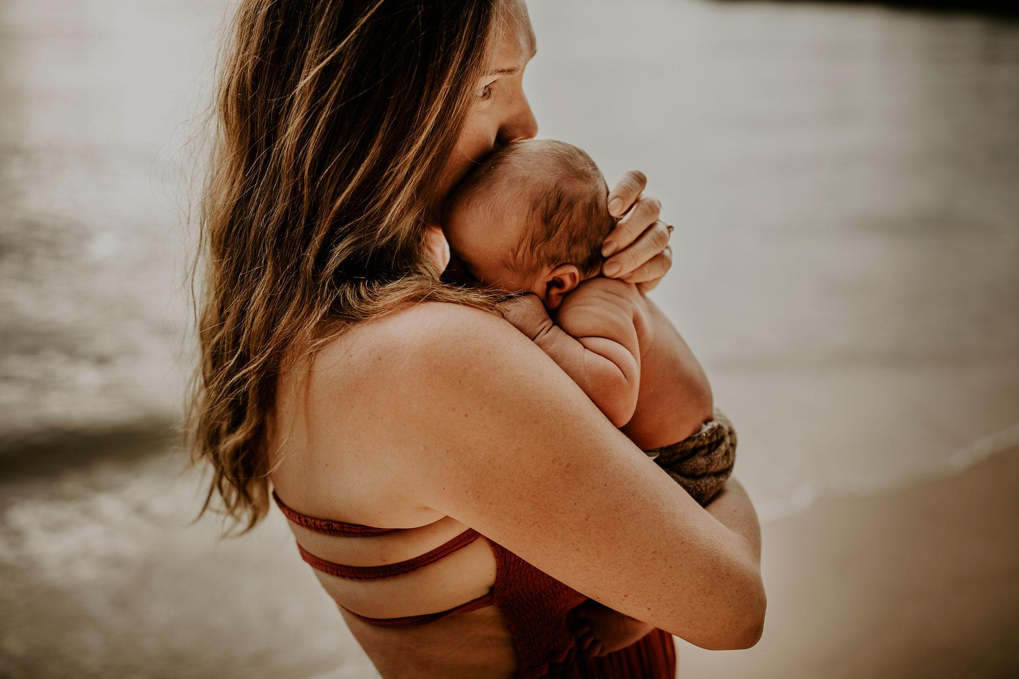 Hawaii-Outdoor-Newborn-Photography-13.jpg