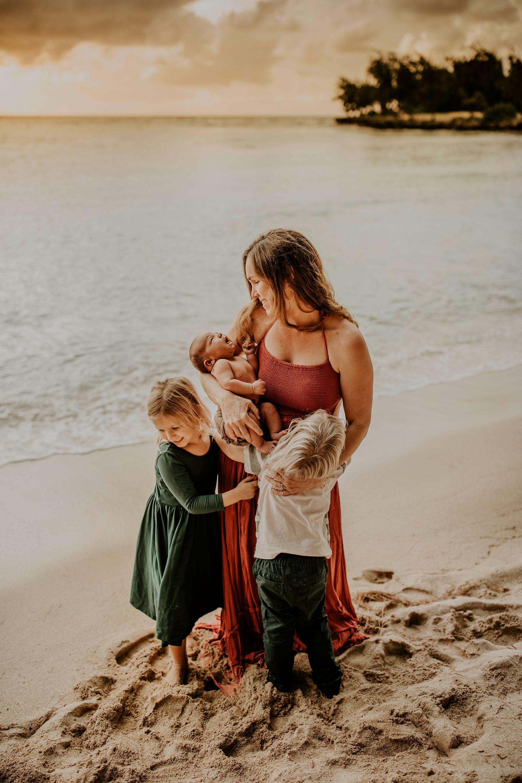 Hawaii-Outdoor-Newborn-Photography-12.jpg