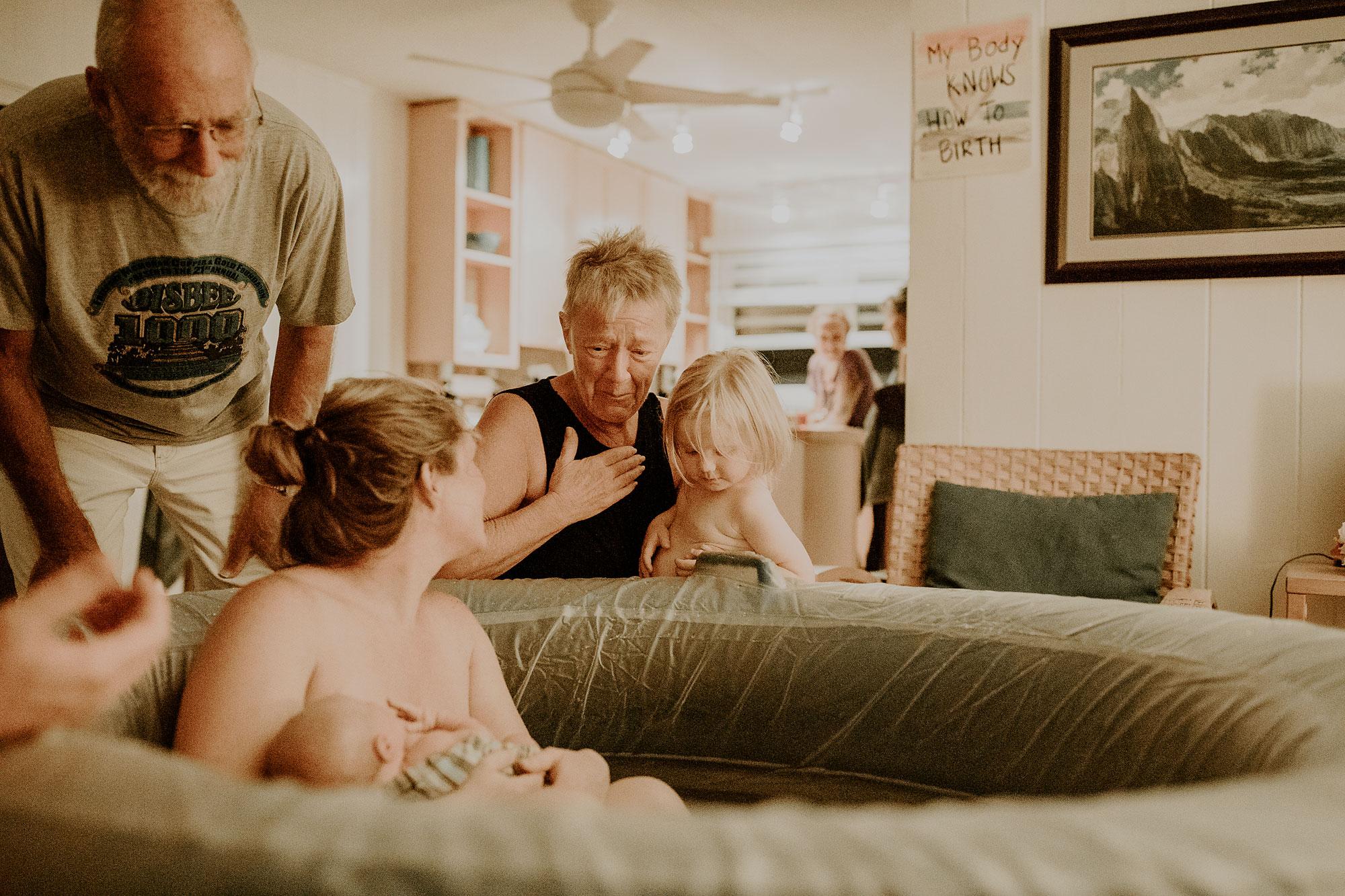Oahu-Home-Birth-Photographer-22.jpg