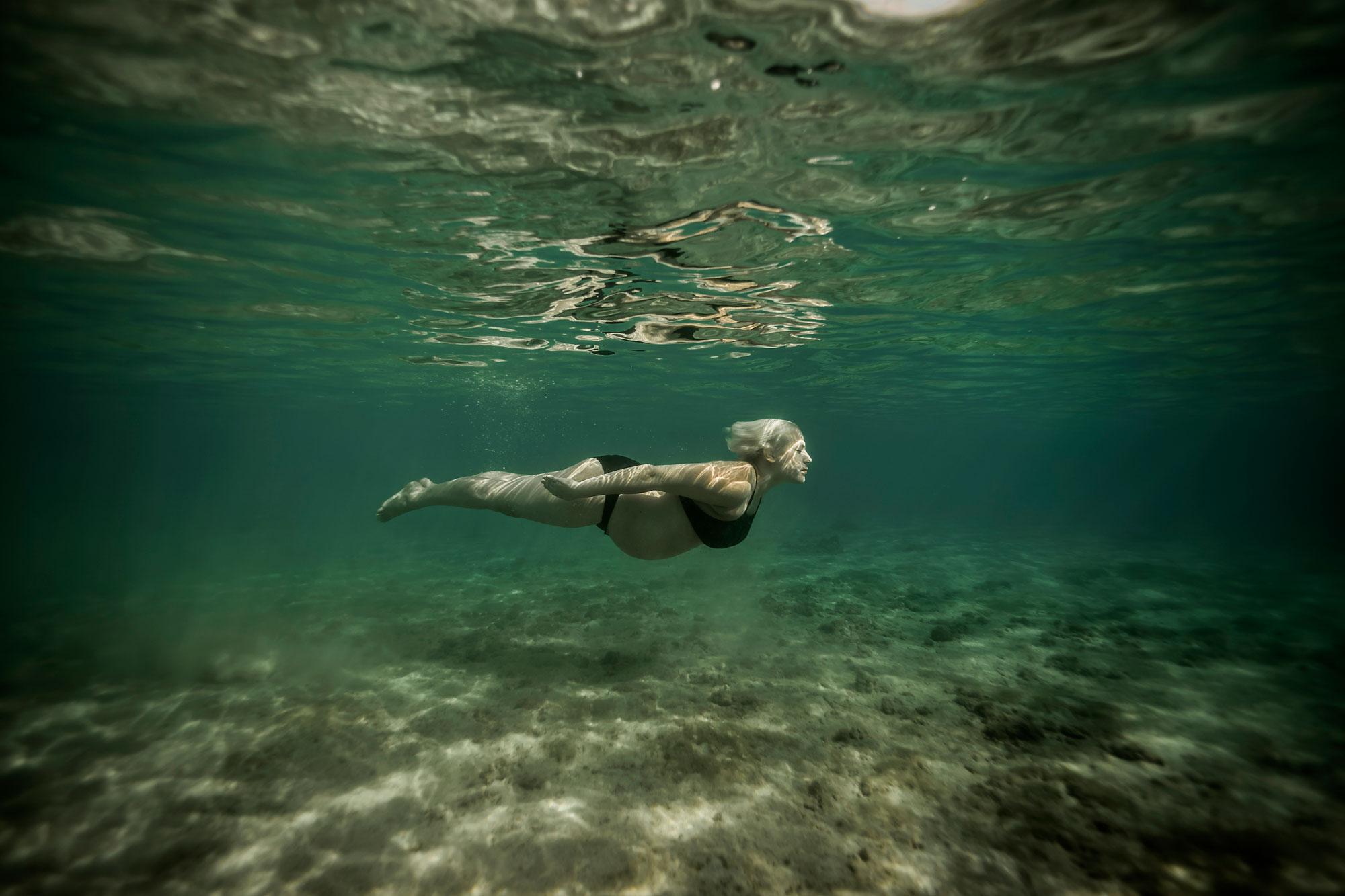 Kauai-Underwater-Maternity-Photographer-18.jpg