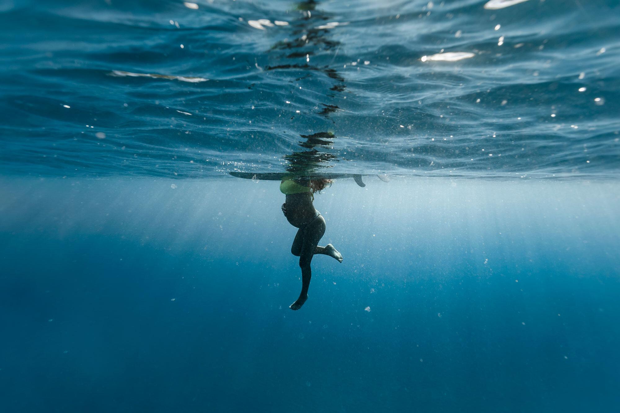 Oahu-Hawaii-Underwater-Photographer-Maternity-The-Sophia-Co02.jpg