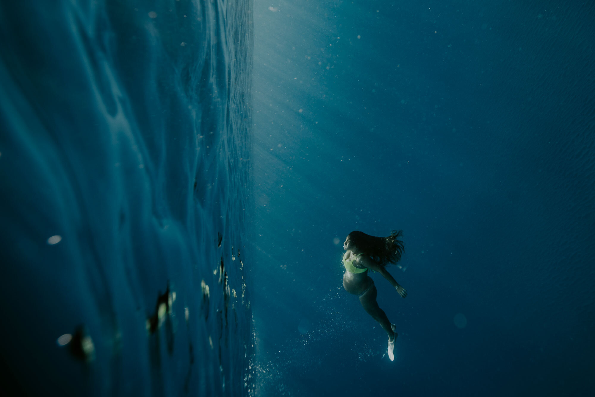 Oahu-Hawaii-Underwater-Photographer-Maternity-The-Sophia-Co07.jpg