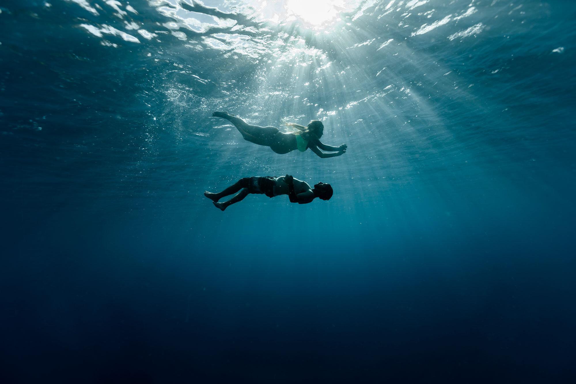Oahu-Hawaii-Underwater-Photographer-Maternity-The-Sophia-Co15.jpg