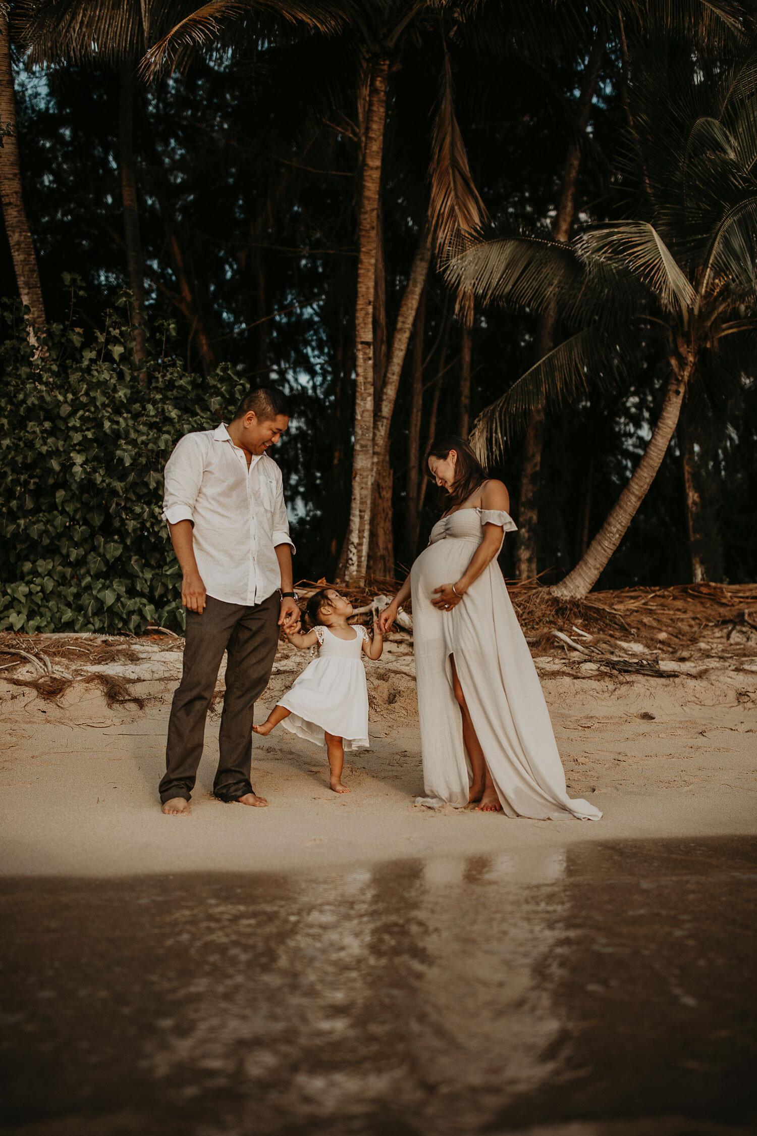Oahu-Hawaii-North-Shore-Maternity-Photography-The-Sophia-Co-24.jpg