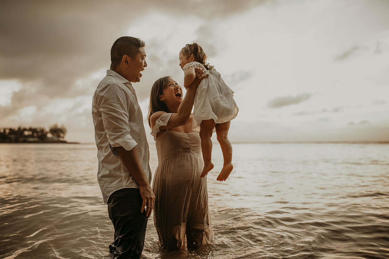 Oahu-Hawaii-North-Shore-Maternity-Photography-The-Sophia-Co-37.jpg