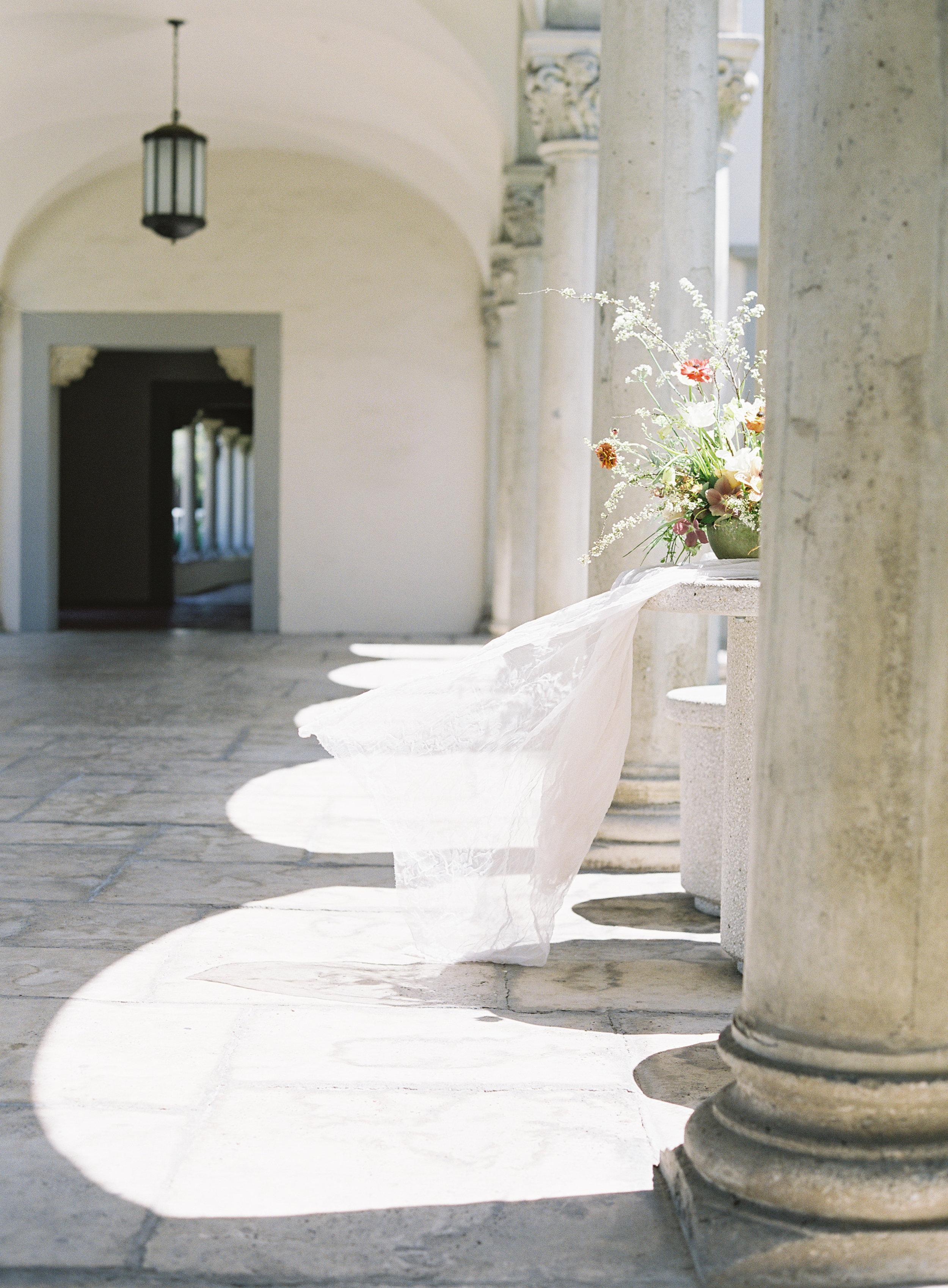 California Wedding Inspiration Fine Art Flowers Modern Romantic Finding Flora florist Sara Weir Wedding Venues Centerpiece Organic