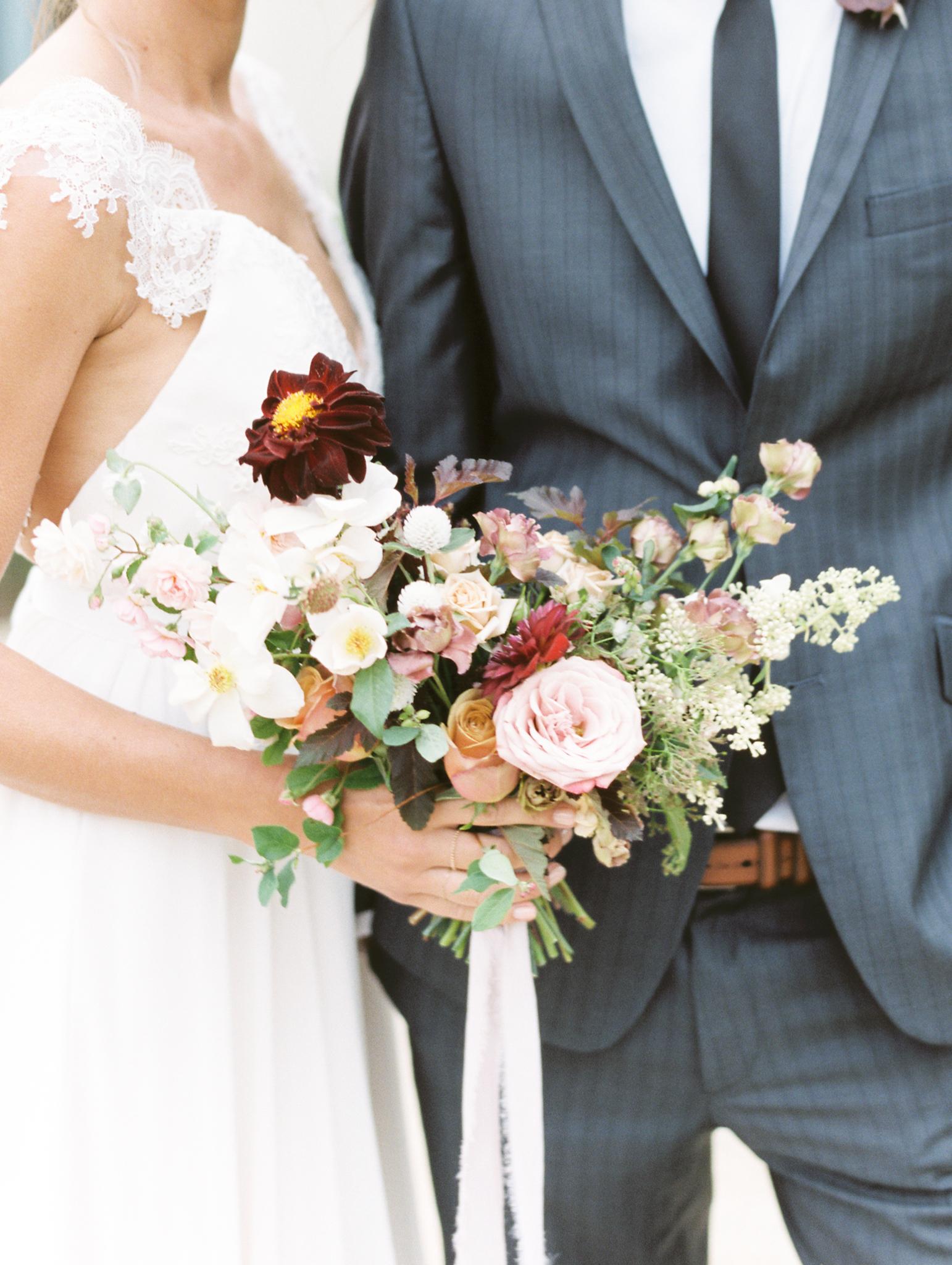 Fine Art Wedding Cake Flowers Modern Simplicity Finding Flora Sara Weir