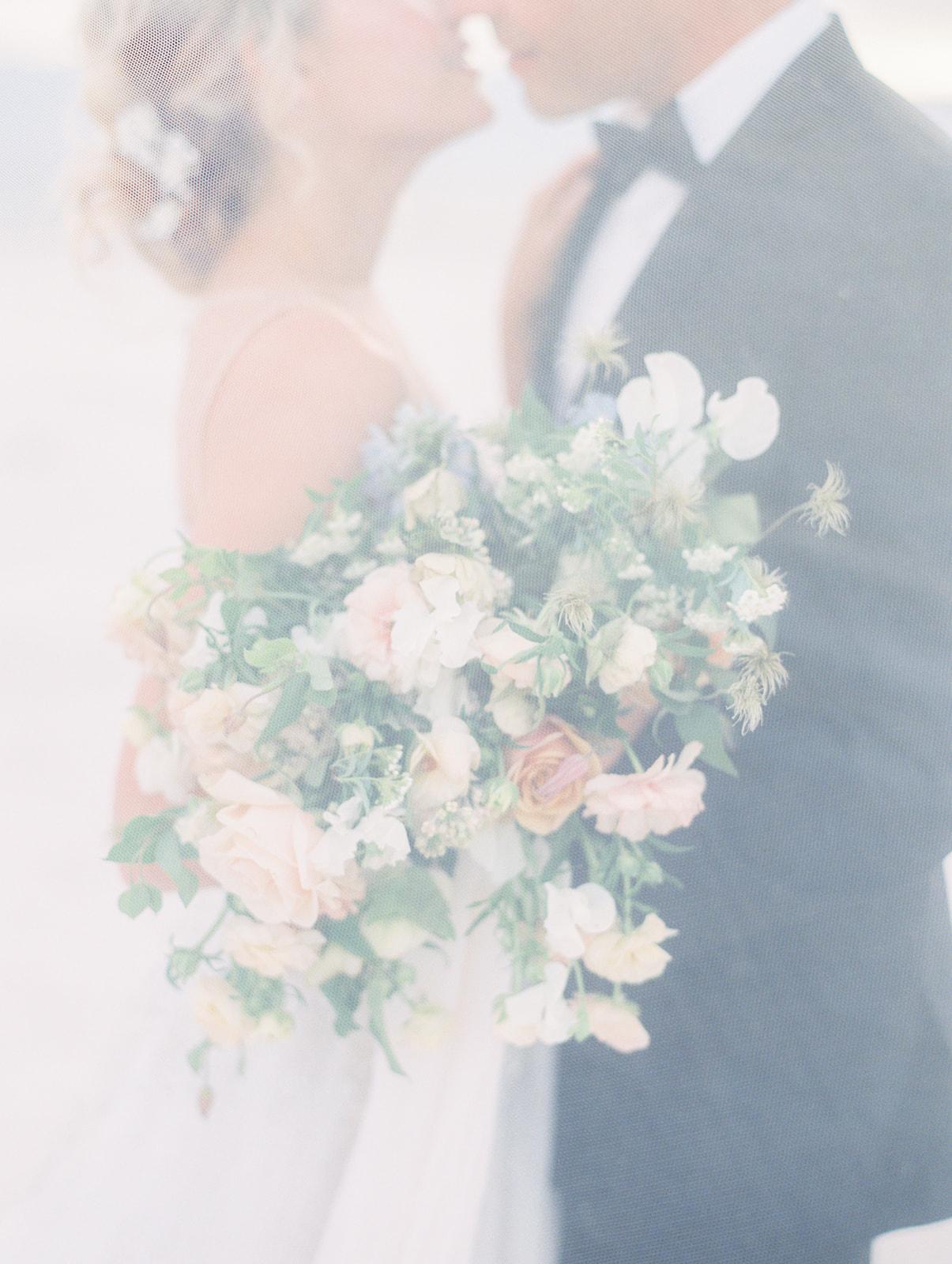 Soft veil for this wedding inspo