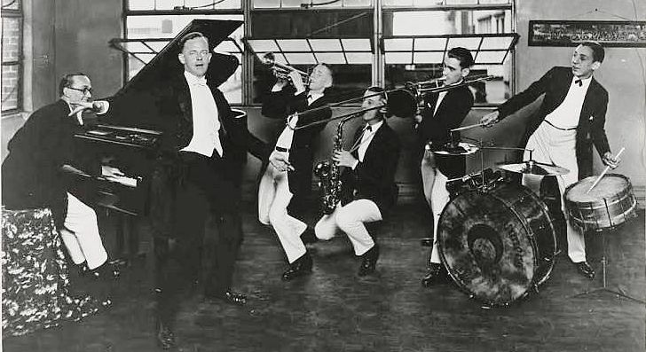 Stratakos Jung Hotel Roof Orchestra c. 1926.png
