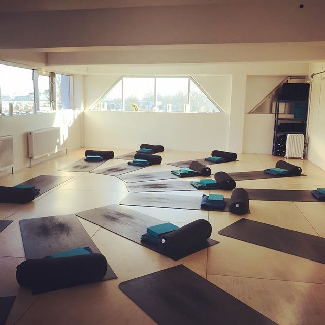 Broke the seal yesterday and back to leading some beautiful Mamas-to-be through a bit of yoga and a much needed savasana covering my wonderful cover teacher @candicehabershonyoga Back to it 10wks post natal only possible as I feel I had the most supported Birth and postpartum period (so far). A massive thank you to @birthtale midwives for everything you've done, @simonemullerlotz for always being there and excitedly jumping at the chance to have T wrapped around you for the hour, @ruthylie for keeping me fed in the last weeks of Pregnancy and early weeks post birth. A shout also to all the contributors at Baby and Me whom I learned so much from @kristycolemannutrition @lisadeliemamassagetherapy @mothers.wellness.toolkit @sarahtessierdoula @tellmeagoodbirthstory to support my journey to an intervention free physiological birth and nurtured postpartum period.  Thank you Mothers- I am so grateful xx