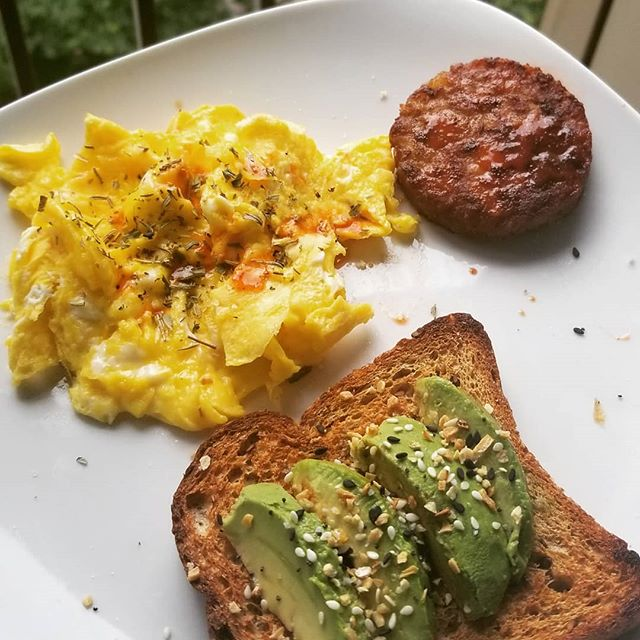 Noms! Breakfast made easy! * * ♡scambled eggs with avo toast & veggie sausage♡ * * ☆ingredients: •veggie bfast sausage from @traderjoes •#everythingbutthebagel seasoning •2 scrambled eggs, i like mine moist so i cook them over low heat •herbes de province •dashes of @louisiana_hot_sauce * Enjoy! #breakfast #avotoast #eggs #eggporn #eggslut #sausage #vegan #veggie #toast