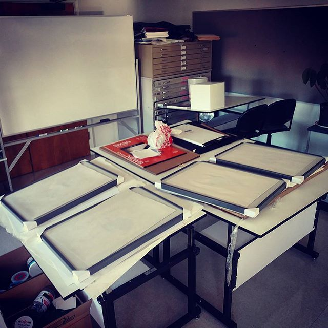 THE PRINTS ARE FRAMED. Do you know what this means?? I. AM. DONE. I put a sheet of news print to protect the image overnight, that's why you don't see them, haha. AH! SO HAPPY! #art #artresidency #printmaking #screenprinting #digitalprint #españolchapinlandia