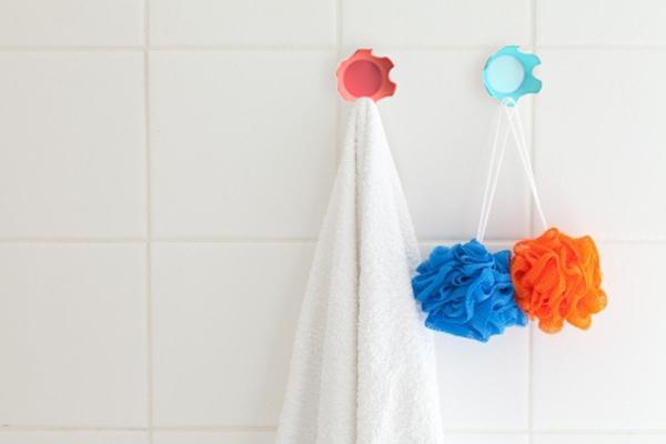 bathroom-tile-hooks-spongesa.jpg