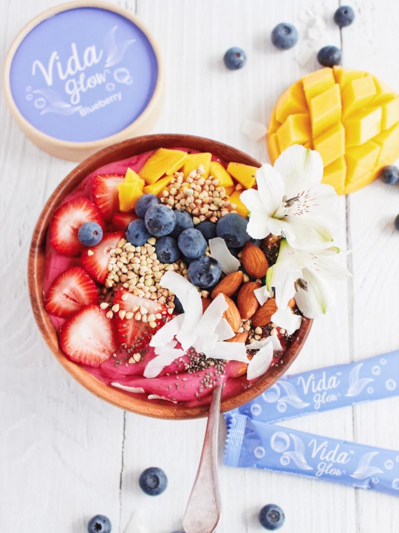 Pink Pitaya smoothie bowl with Vida Glow Blueberry marine collagen powder