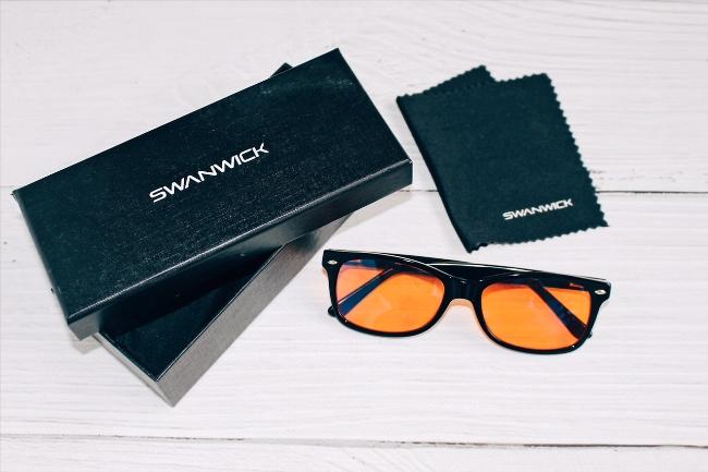 Swanwick blue light blocking glasses & packaging