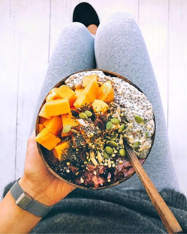 What do I usually eat for breakfast on OMS? 🌱...since I started OMS over 4 years ago breakfast has mainly been either porridge (oatmeal) with 1/2 cup of frozen mixed berries and water cooked till it thickens. Then I add toppings, I always have chia seeds everyday in either the burcha I make or chia pudding, fresh fruit and some dry burcha mix sprinkled on top with either maple syrup or honey. If I don't feel like oats I'll make an açai bowl with 2 frozen açai smoothie packs, 2 medium to large frozen spotty bananas 🍌, 1 tbsp flaxseed oil and a few splashes of coconut water, I throw that all in my nutri bullet and blend till smooth. Then I top with burcha and fresh fruit also, same as my porridge. That keeps me going for a few hours. I've spent months off bread but it's slowly slipped back in, lately I've been feeling like avocado 🥑 and marmite on toast, might be a kiwi thing but it's yumm!. Just depends what I'm feeling like on the day as to what I have, summer is usually açai bowls, winter is usually toast or porridge. Hope that helps!! ❤️ #OMS #breakfast #cleaneats #porridge #acai #avocadotoast #chiaseeds #freshfruit #delicious #healthyvibes