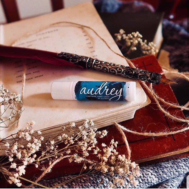 The extras are now on sale on my website!! Make sure you get what extras you want before they are all gone, majority are only singles so be quick.  Photo of the Audrey Lip Balm by @thebooknut101  #audreyrose #audreyrosewadsworth #capturingthedevil #stalkingjacktheripper #kerrimaniscalco #bookgirlfriendlipbalm #bookgirlfriendchapstick #bookishlipbalm #bookishchapstick  #bookstagram #booknerd #bookphotography #bookpic #bookporn #bibliophile #youngadultbooks #bookmerchandise #behindthepages #behindthepagesstore