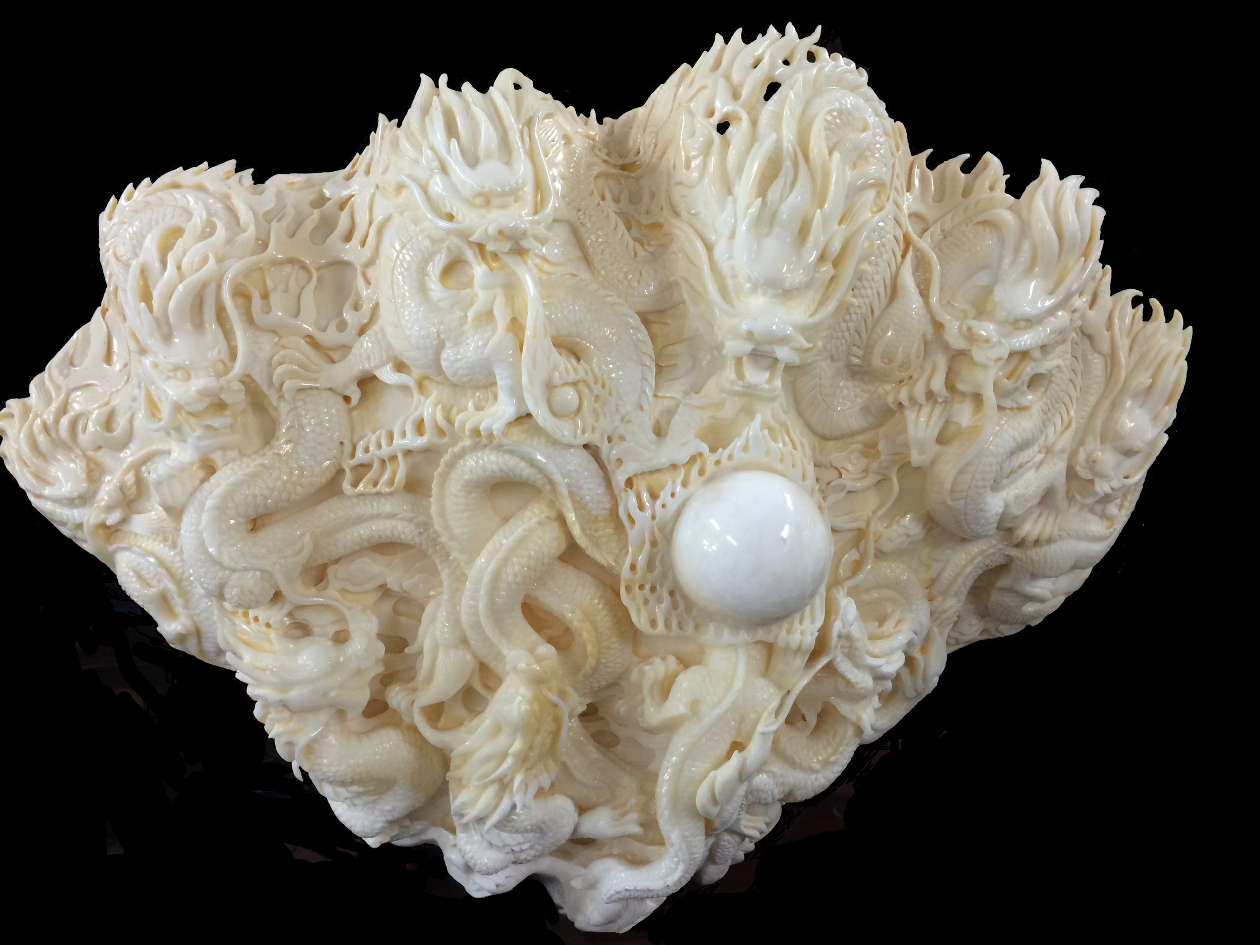 The clamshell that sold for 32.000U$D. It took the artist Professor Li Heng 6 month to carve.