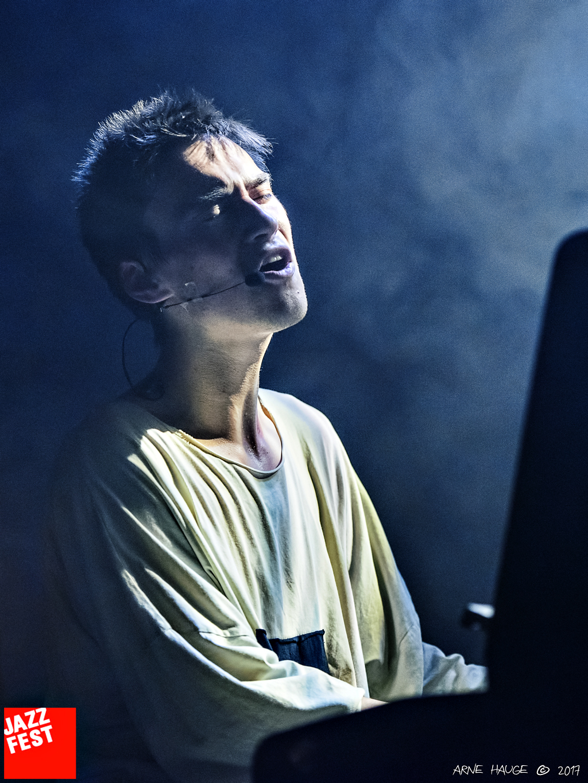 Jacob Collier_09.jpg