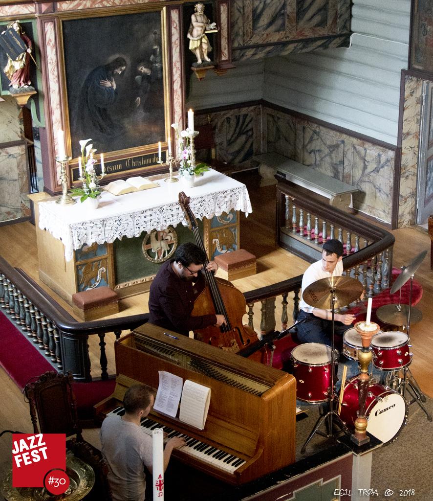 Jazz og Lyrikk i Bakke Kirke.jpeg