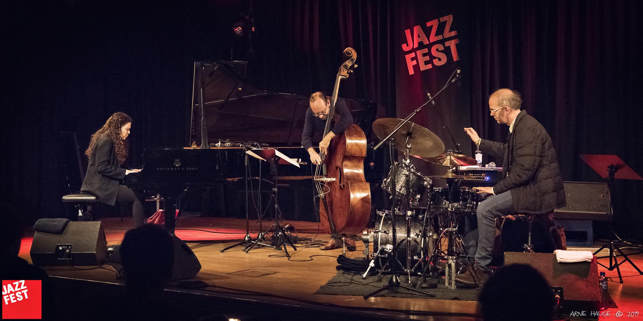 Sylvie Courvoisier Trio på Dokkhuset. Foto: Arne Hauge
