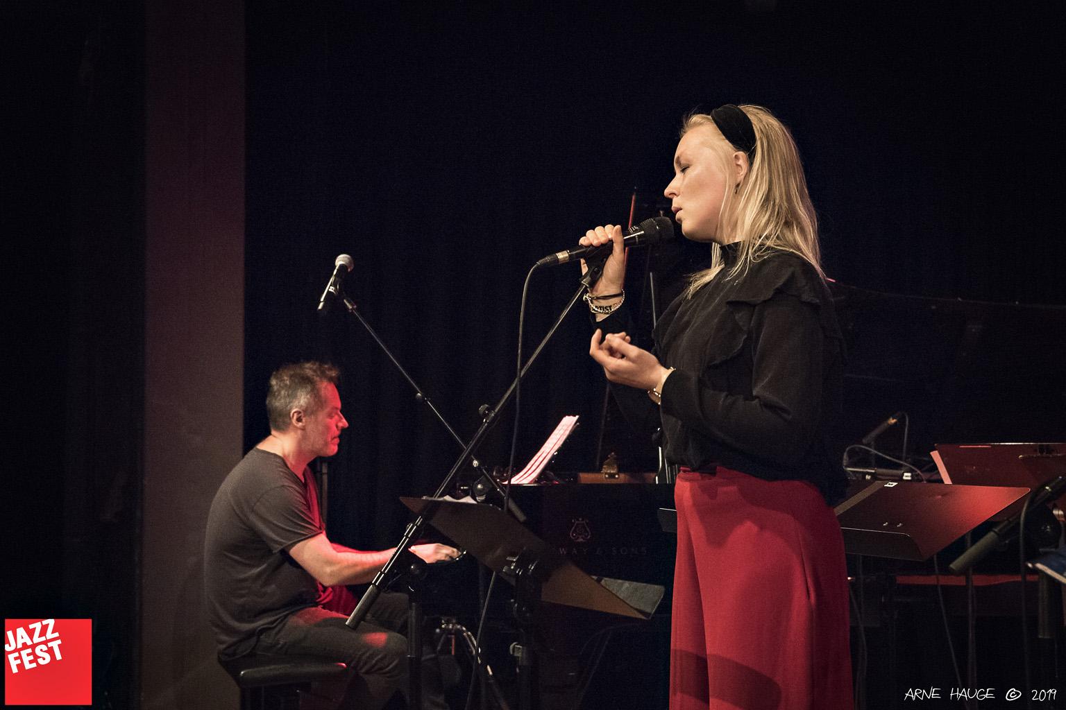Erlend Skomsvoll og Siril Malmedag Hauge på NTNU Jazzlinjas festkonsert på Dokkhuset. Foto: Arne Hauge