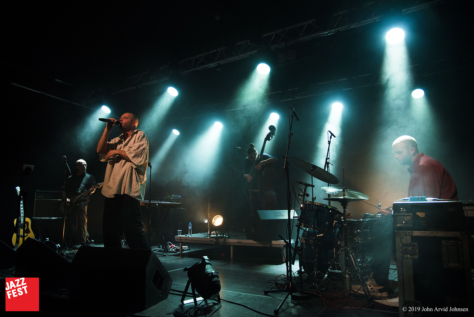 Trond Wiger med band i Verkstedhallen. Foto: John Arvid Johnsen