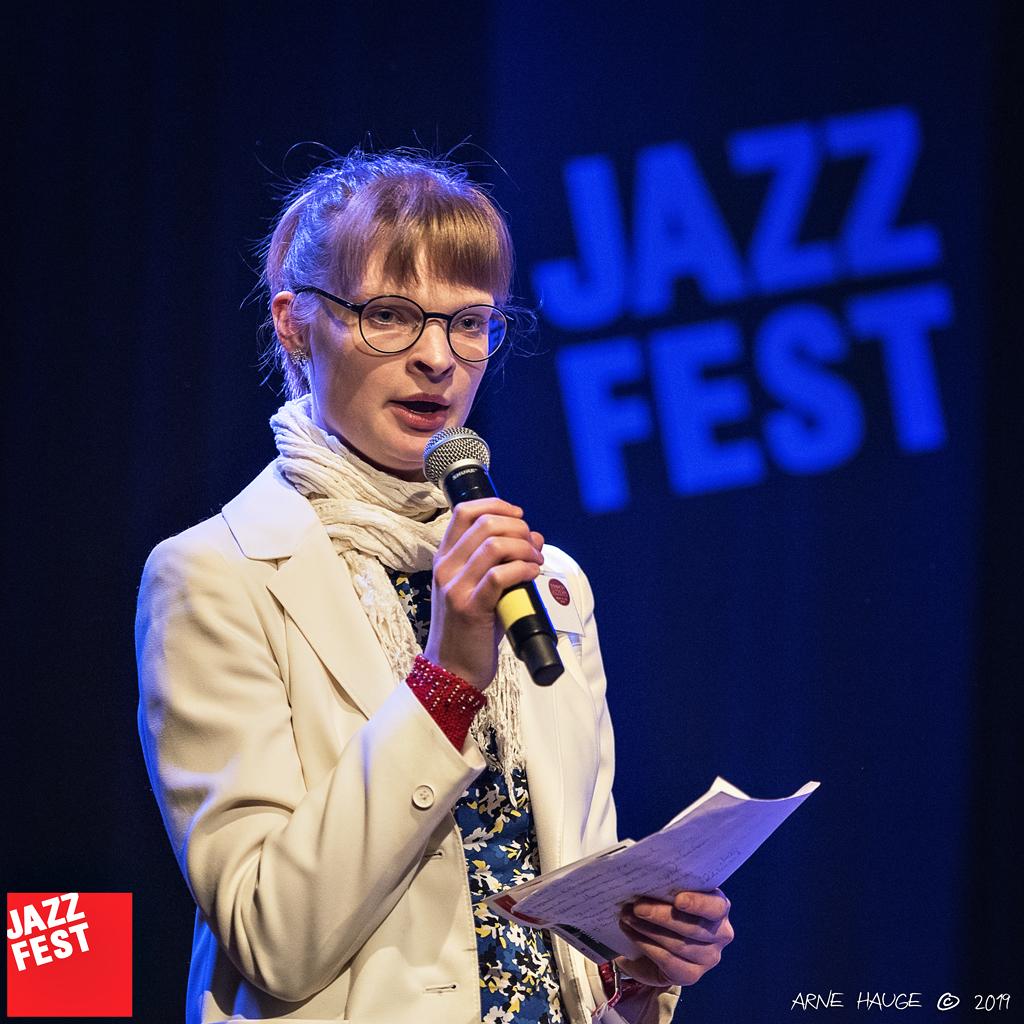 190509 Kirsti Huke (Jazz Expo) @ Dokkhuset - foto Arne Hauge_001 - konferansier Ingrid Steinkopf.jpg