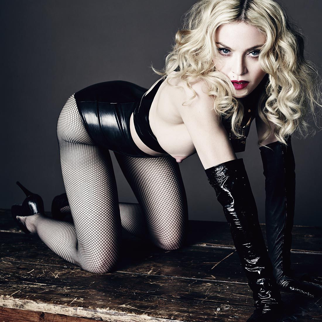 20140516-pictures-madonna-uomo-vogue-tom-munro-spread-hq-06.jpg